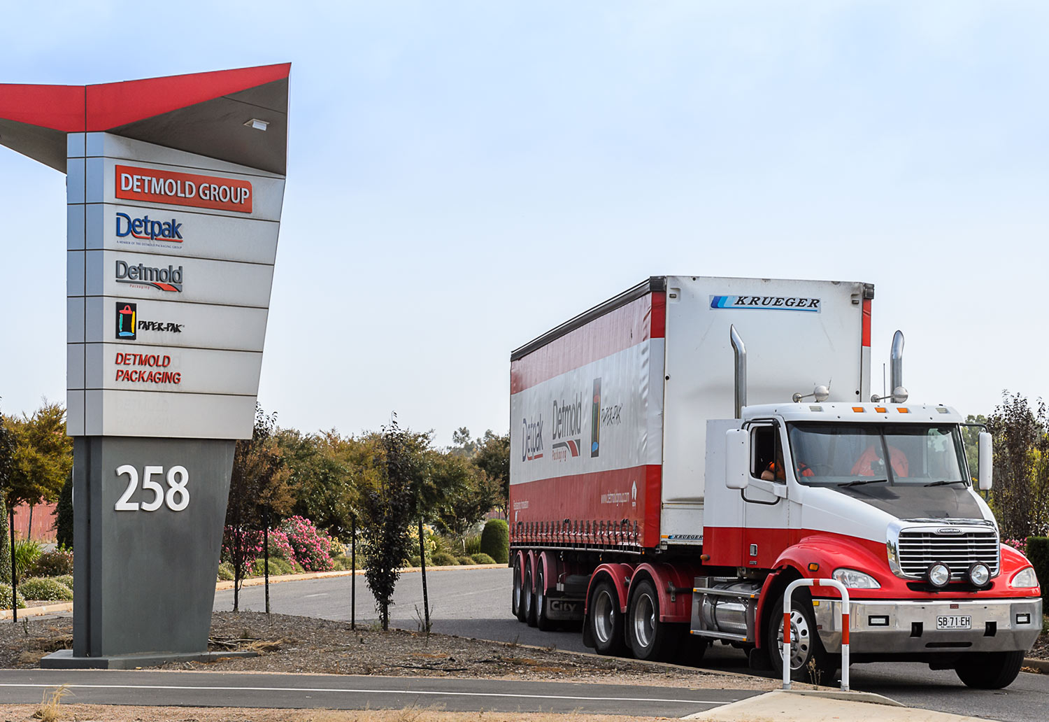 Truck with machine parts delivering to Detmold Group