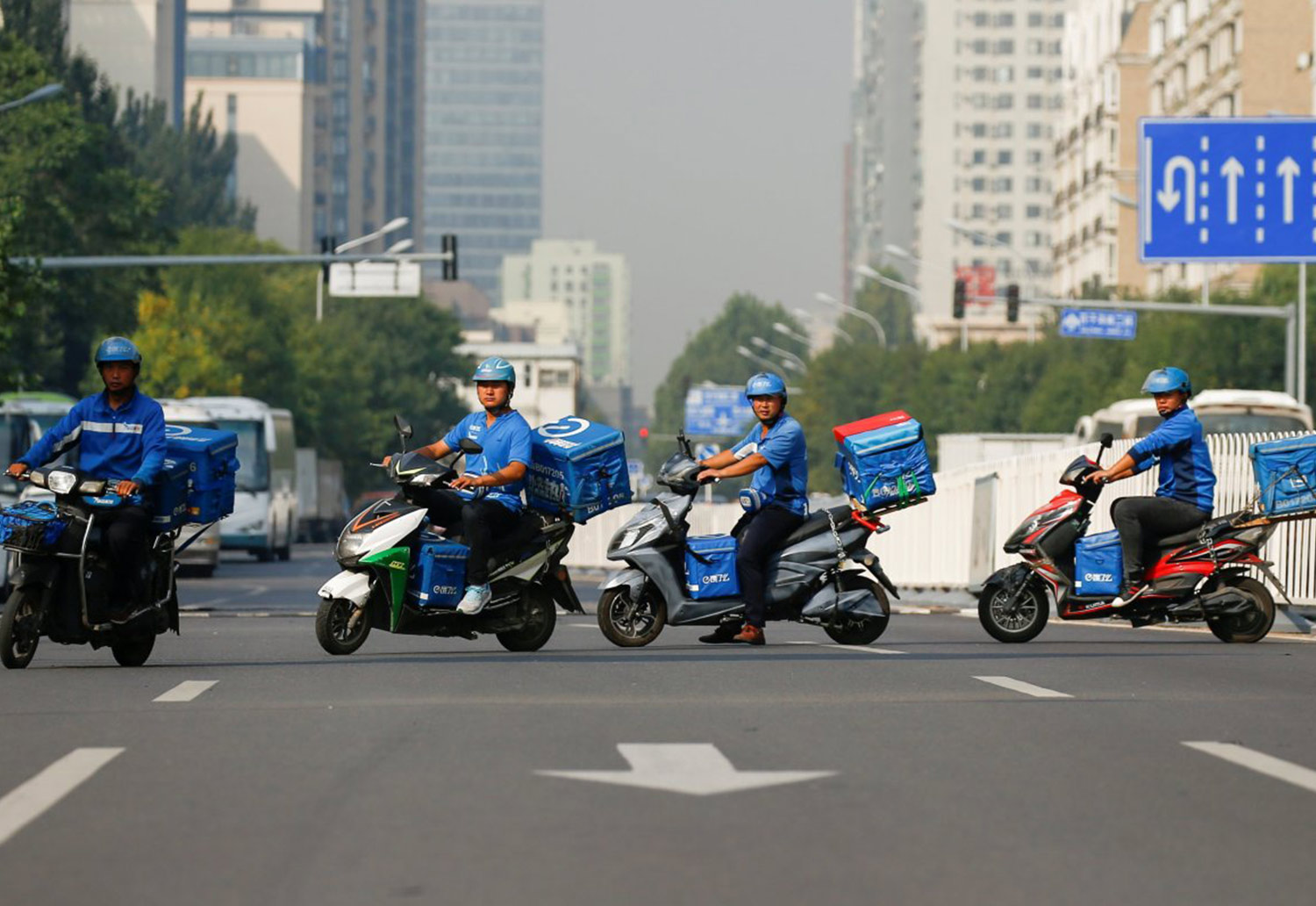 Image of delivery drivers: Credit: https://www.wsj.com/articles/chinas-alibaba-adds-to-food-delivery-bet-1522662784